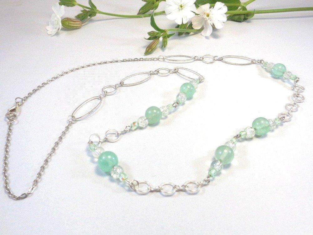 Collier sautoir en pierres fines de fluorite vertes et perles de verre craquelé
