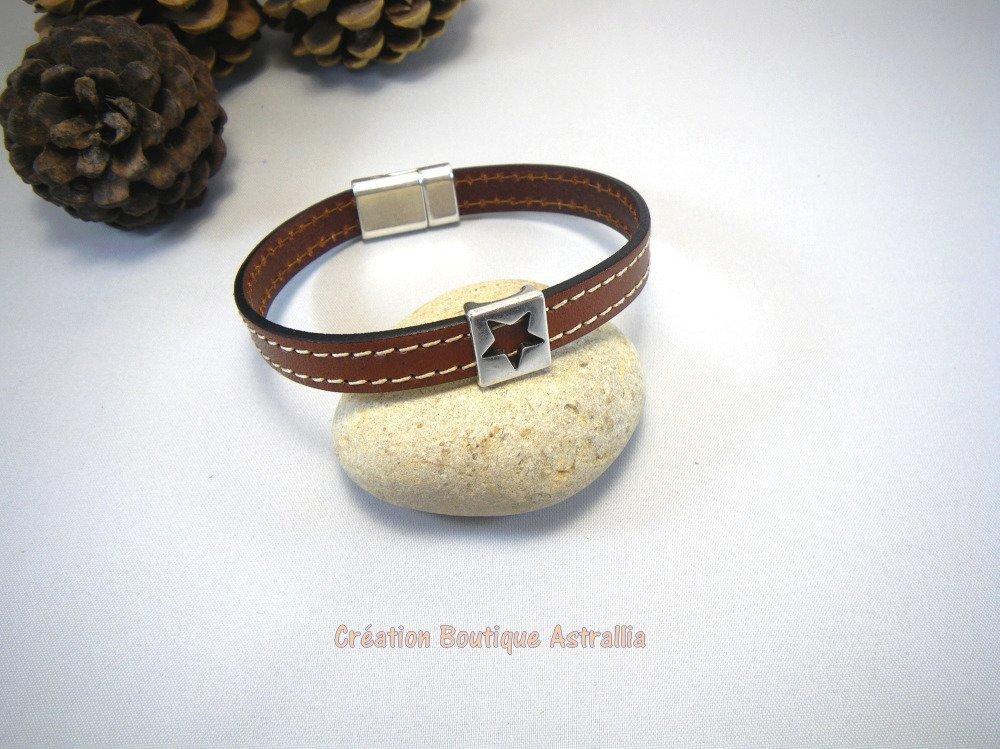 Bracelet marron en cuir avec passant forme étoile en métal argenté