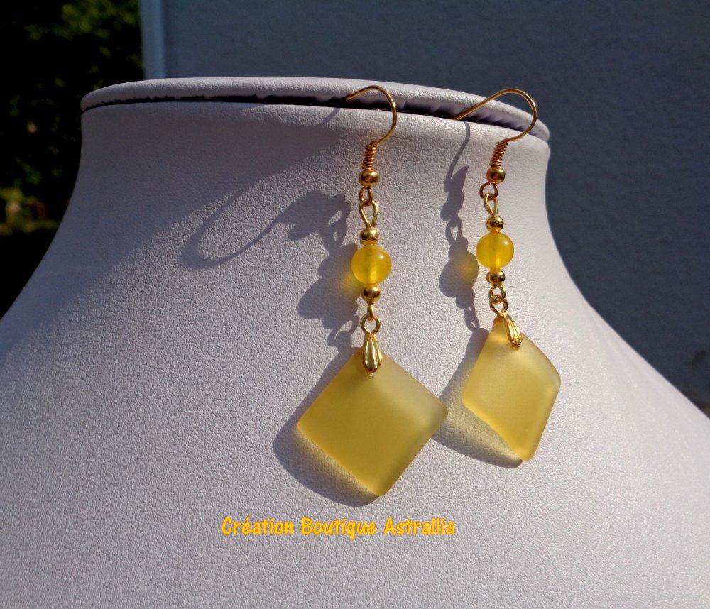 Boucles d'oreilles en perle de verre givré jaune et pierre fine de topaze assortie