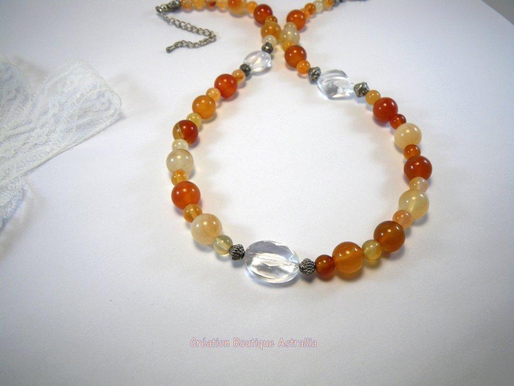 Collier en pierres fines de cornaline ton orangé et perles de verre transparent