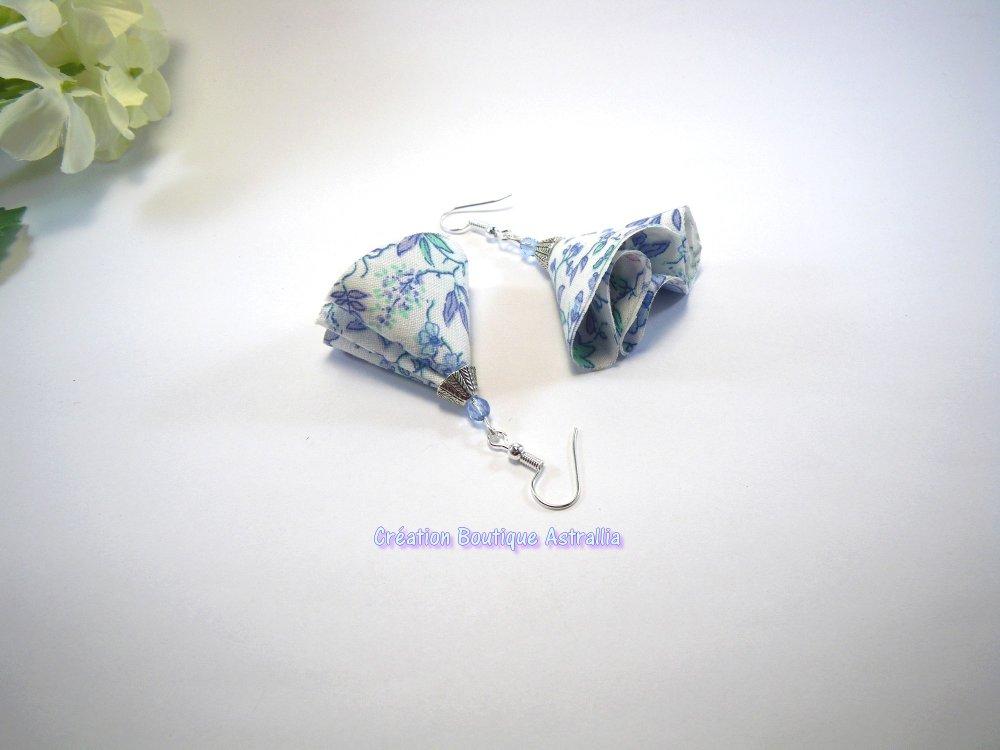Boucles d'oreilles en tissu liberty et perles de verre bleu