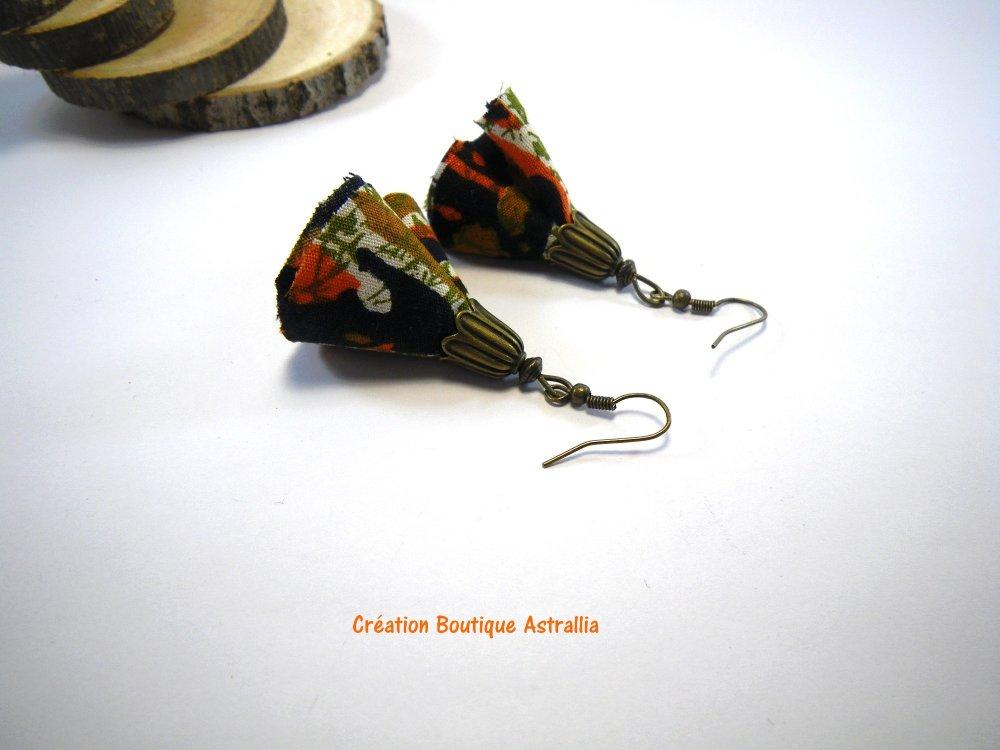 Boucles d'oreilles en tissu style wax et coupelles en métal couleur bronze