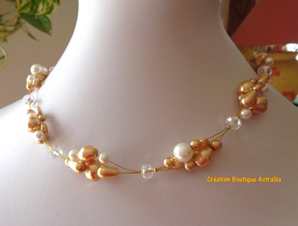 Collier en perles de verre nacré blanc et doré de formes variées