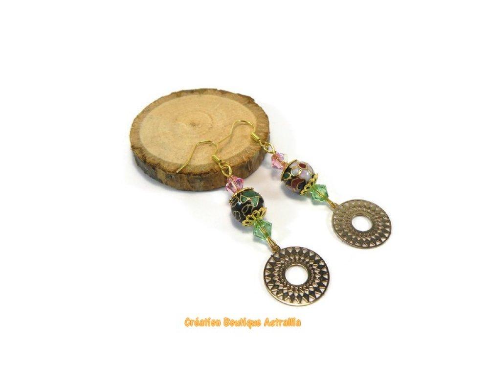 Boucles d'oreilles longues en perles cloisonnées aux motifs fleuris et sequins dorés