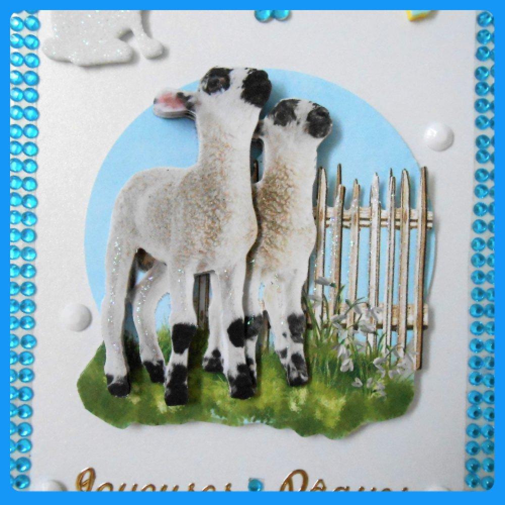 carte de Pâques blanche, agneaux noirs et blancs