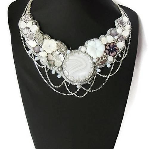 collier femme blanc