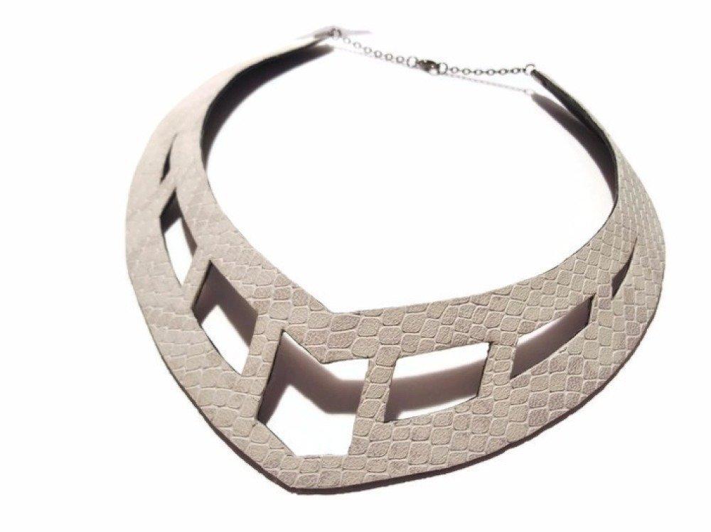 collier cuir femme large