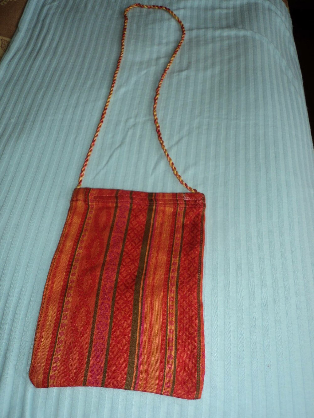 étui  ou mini-sac  en soie ton orangé lavable et repassable