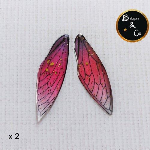 Pendentif en résine aile de papillon / de fée  -  couleur  fuchsia / mauve  avec paillettes or -  percées - 2 unités - 5 cm
