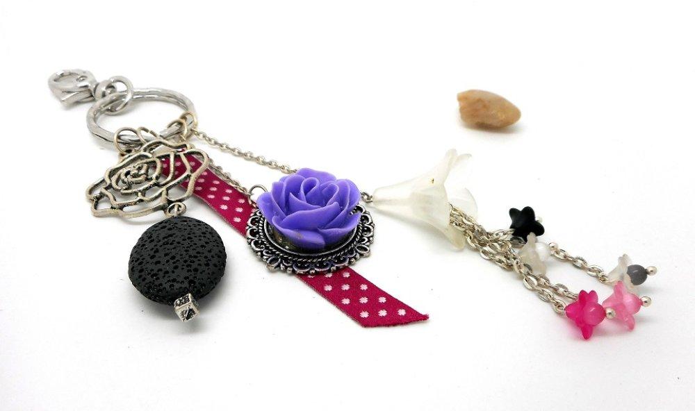 A parfumer!!! Porte cles ou bijou de sac argenté,breloques fleurs, tons roses et mauve