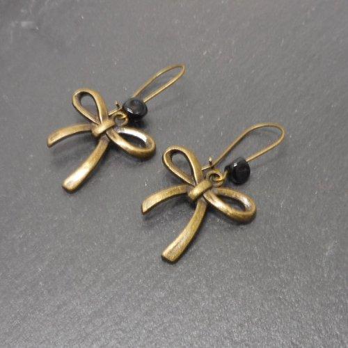 Boucles d'oreille dormeuses noeuds perles noires par breloques et cie