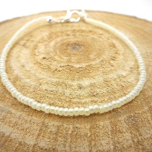 Bracelet fin a porter seul ou assembler, perles de rocaille blanc nacré