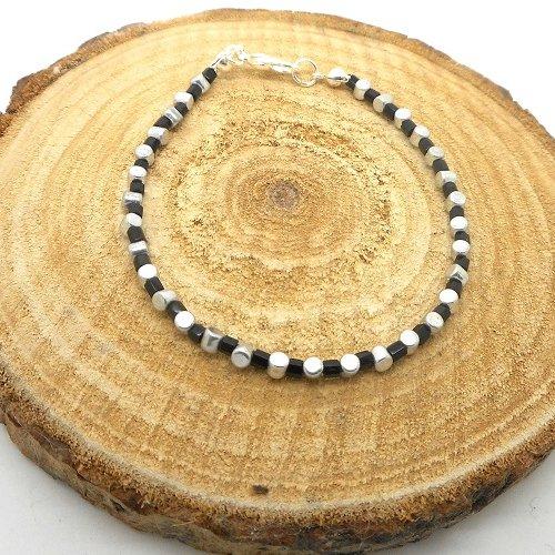 Bracelet fin a porter seul ou à assembler, perles de rocaille noires et argentées