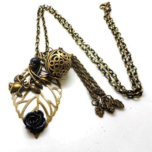 A parfumer!!! collier sautoir a parfumer feuille, fleur noire, pompon breloques feuilles