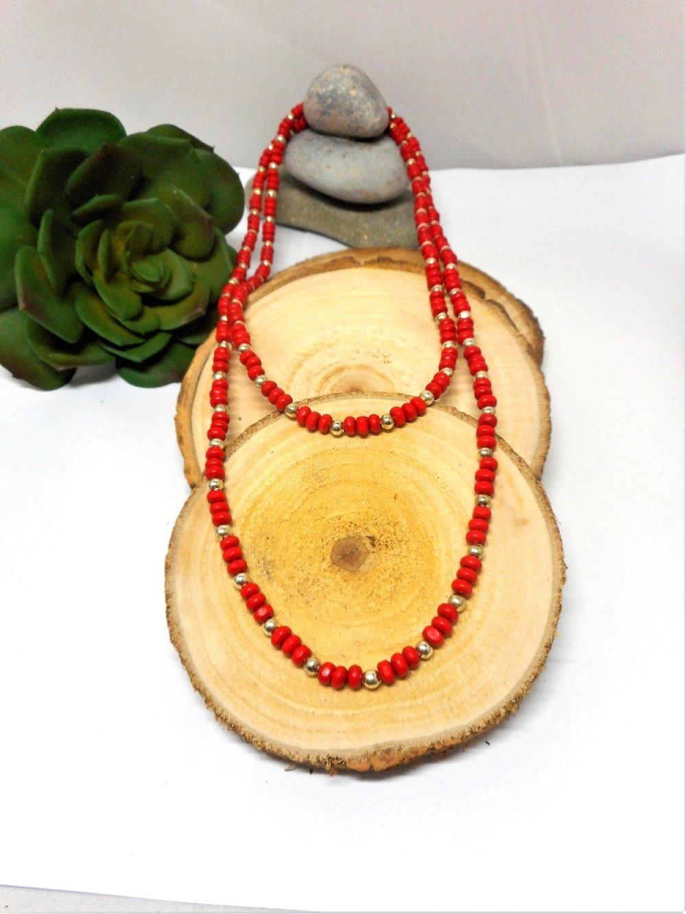 Long collier sautoir fantaisies,  perles de bois rondes rouges et argentées par breloques et cie