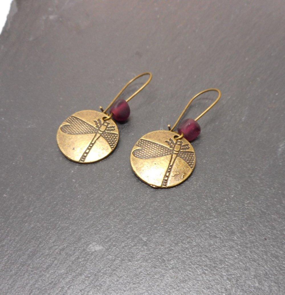Boucles d'oreilles dormeuses libellules, perles filées violettes par breloques et cie