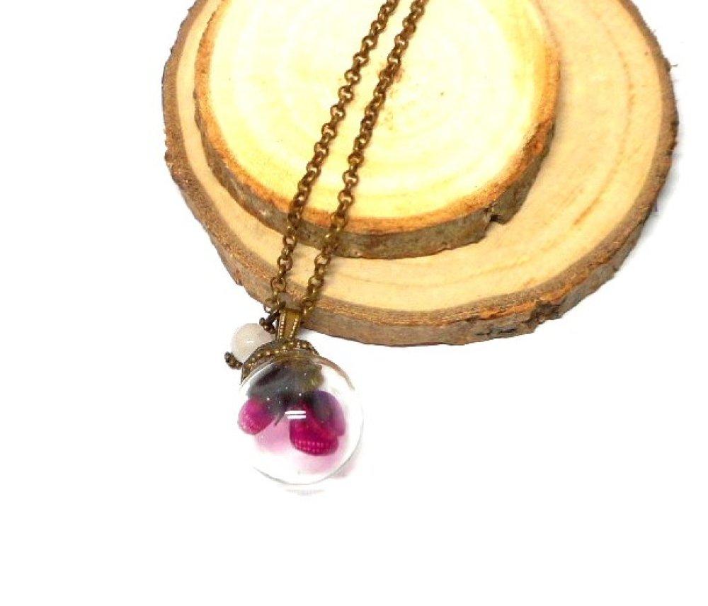 Collier sautoir globe en verre papillon rose perle blanche par breloques et cie