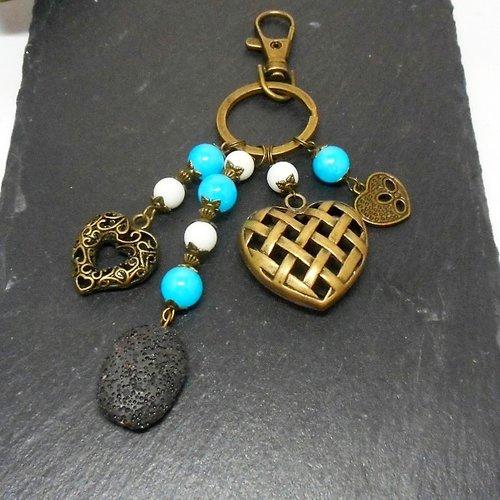 A parfumer!!! bijou de sac bronze ou porte clés , breloques coeurs, perles ton turquoise et blanc par breloques et cie