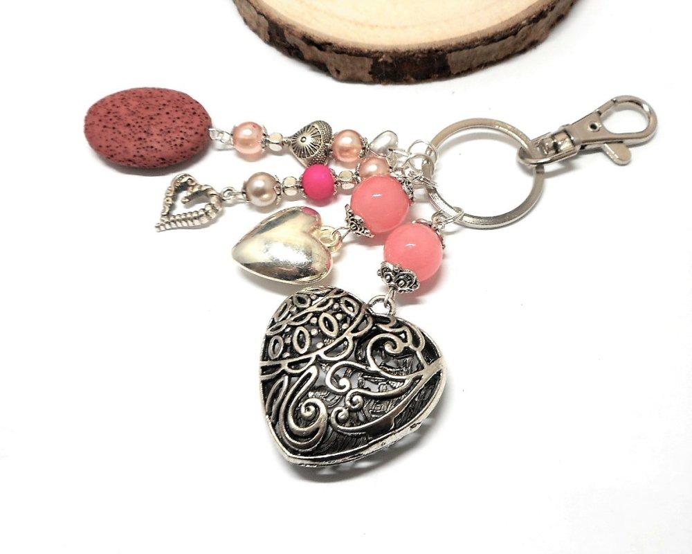 A parfumer, porte clés ou bijou de sac coeurs perles roses par breloques et cie