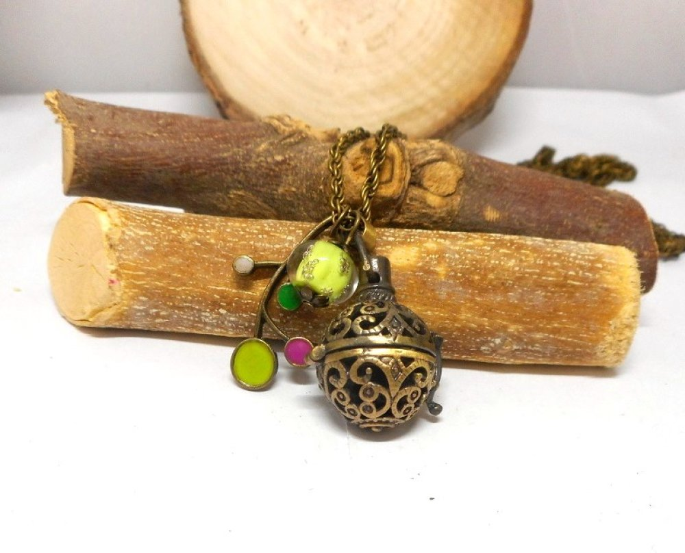 A parfumer!!! Collier sautoir a parfumer fleur émaillée, perle filée anis par breloques et cie