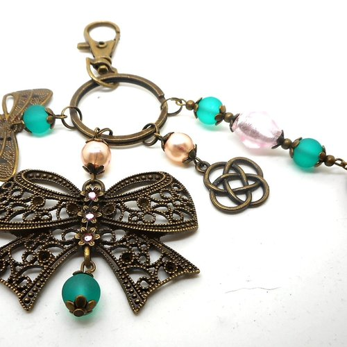 A parfumer!!! bijou de sac bronze, breloques noeuds, perles roses et vertes