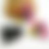 2 pendentifs en acrylique forme ovale 25*23mm, rose motif fleurs noir, jaune (kr155)