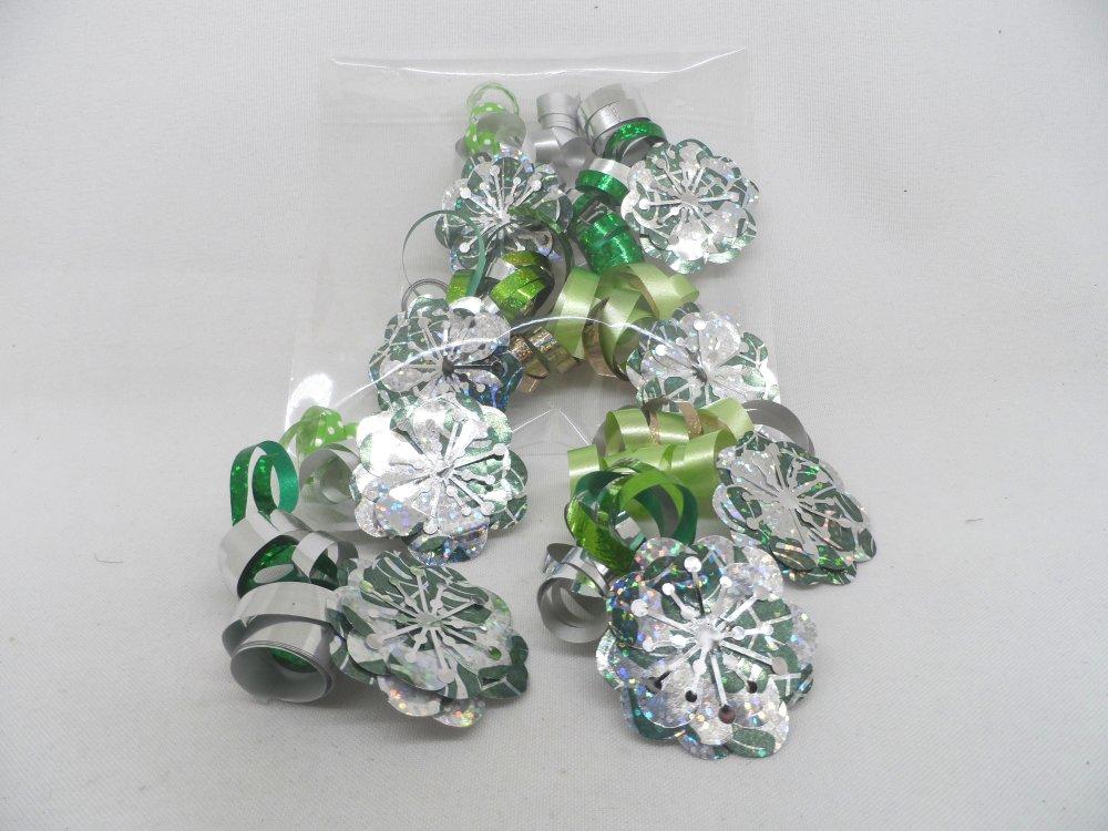 n°110 Lot de 4 fleurs bolduc ton argent et vert