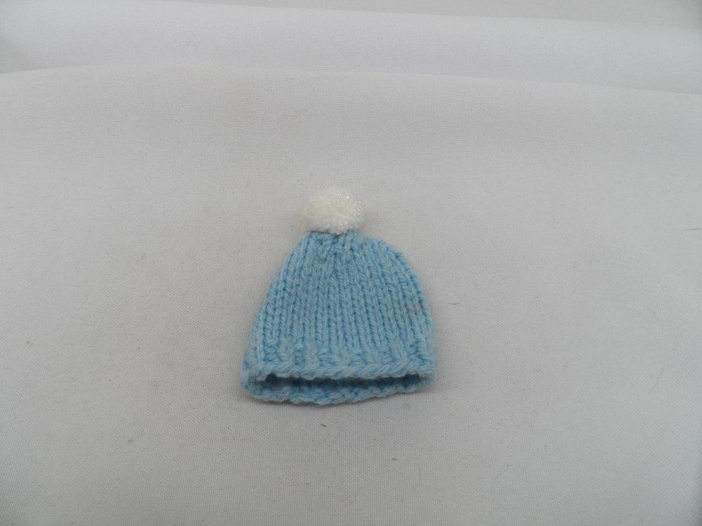 n°2  bonnet à pompon en laine bleu ciel et blanc  adorable couvre-œufs