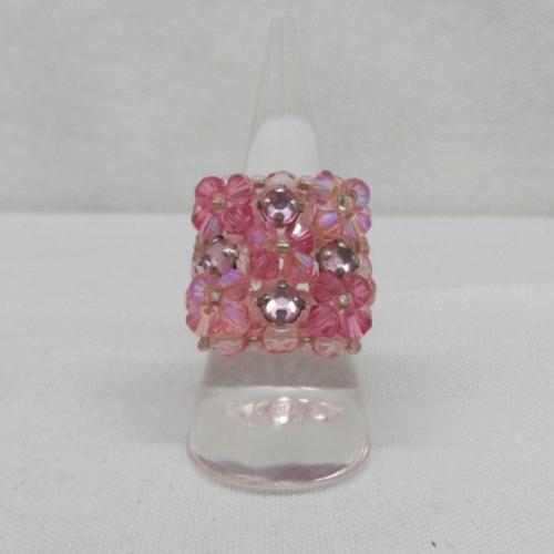N°31 a bague carrée en cristal swarovski perles facettes, rocailles couleur  rose