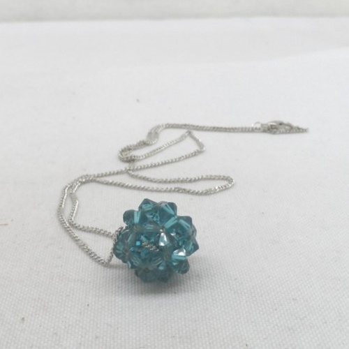 N°79 collier pendentif boule en cristal de swarovski bleu n°1 - Un ...