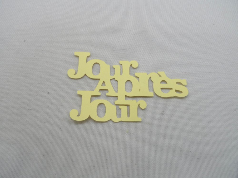 n°1217 Mots Jour Après Jour en papier  jaune pale
