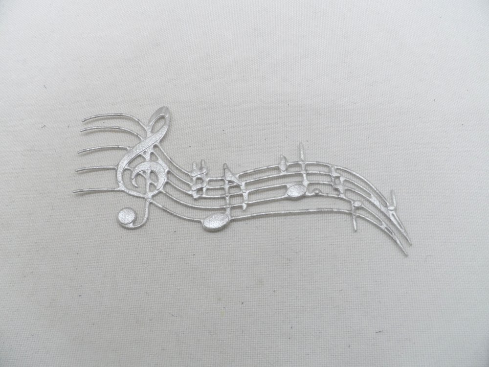 n°603 portée musicale clé de sol   en papier tapisserie argentée  découpage  fin