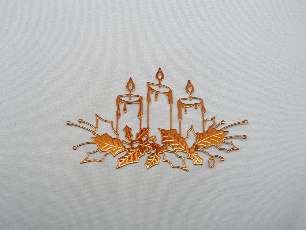 n°106 décoration de  Noël  3 bougies et houx  en papier métallisé orange découpage  fin