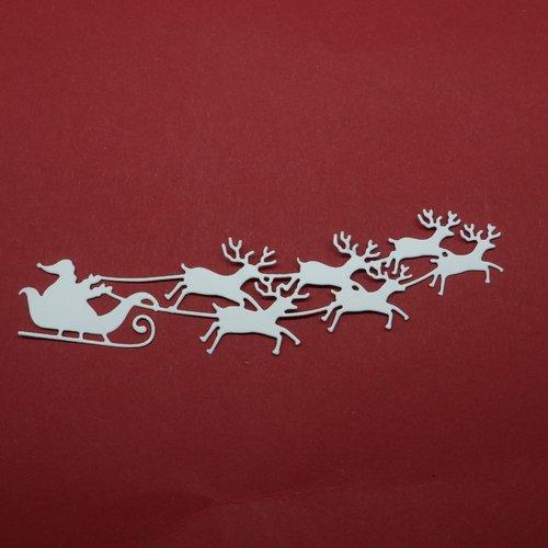 N°103 a traîneau du père noël avec six rennes en papier  blanc a découpage  fin