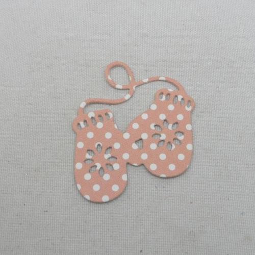 N°1341   paire de gants  en papier fond rose à pois blanc  découpage