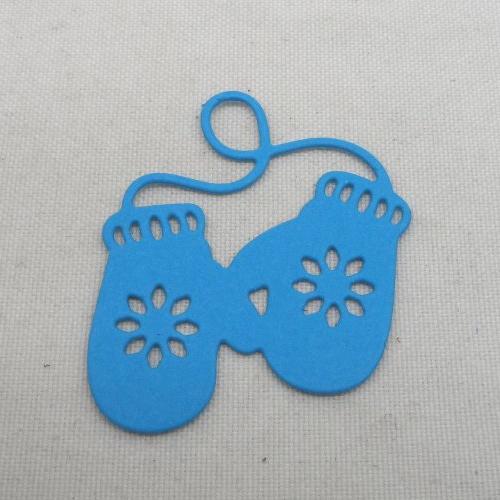 N°1341   paire de gants  en papier bleu turquoise n°1 découpage