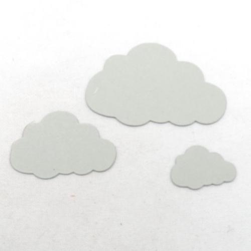 N°921  lot de trois petits nuages  en papier gris clair n°1  découpage