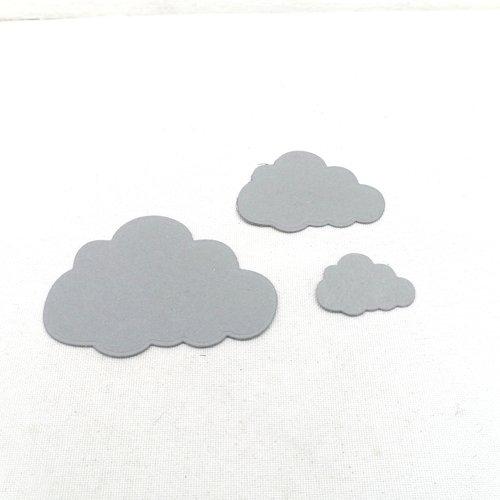N°921  lot de trois petits nuages  en papier gris  n°3 découpage