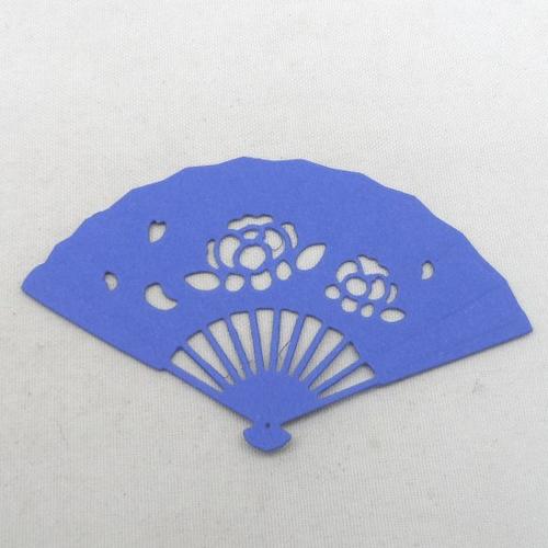 N°337 d'un éventail   en papier bleu  n°1  découpage fin