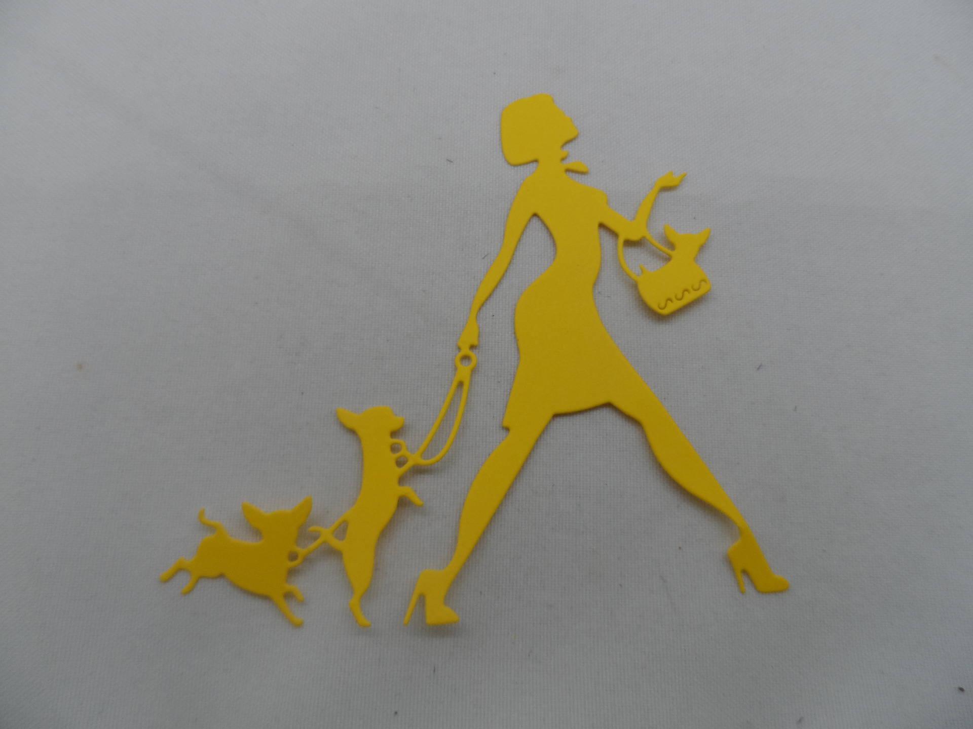 n°850  d'une femme aux trois chiens chihuahua  en papier jaune   découpage fin