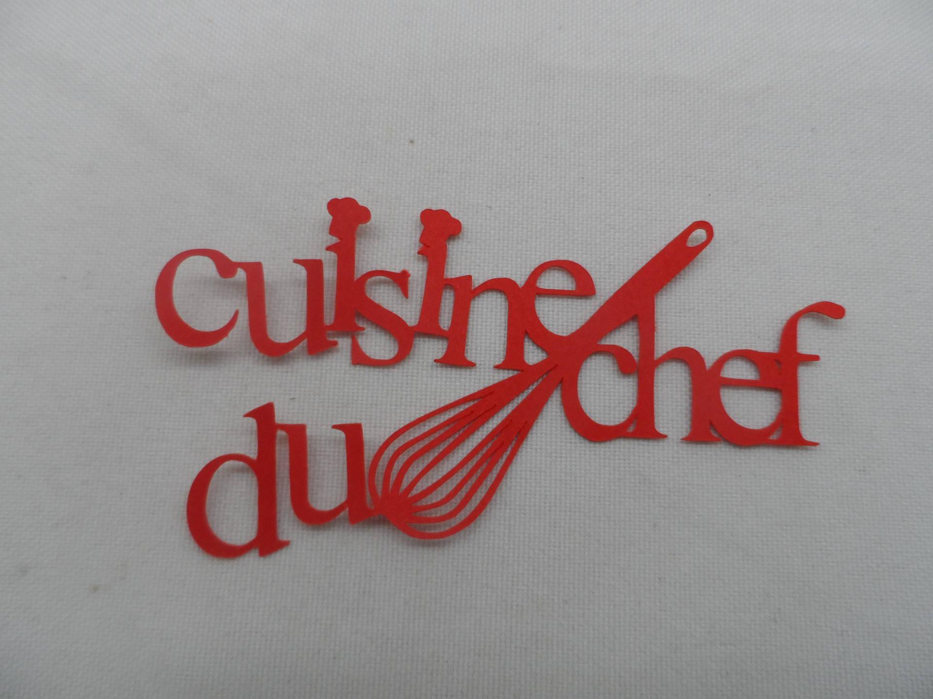 N°19 mot cuisine du chef en papier rouge avec un fouet et deux petites  toques