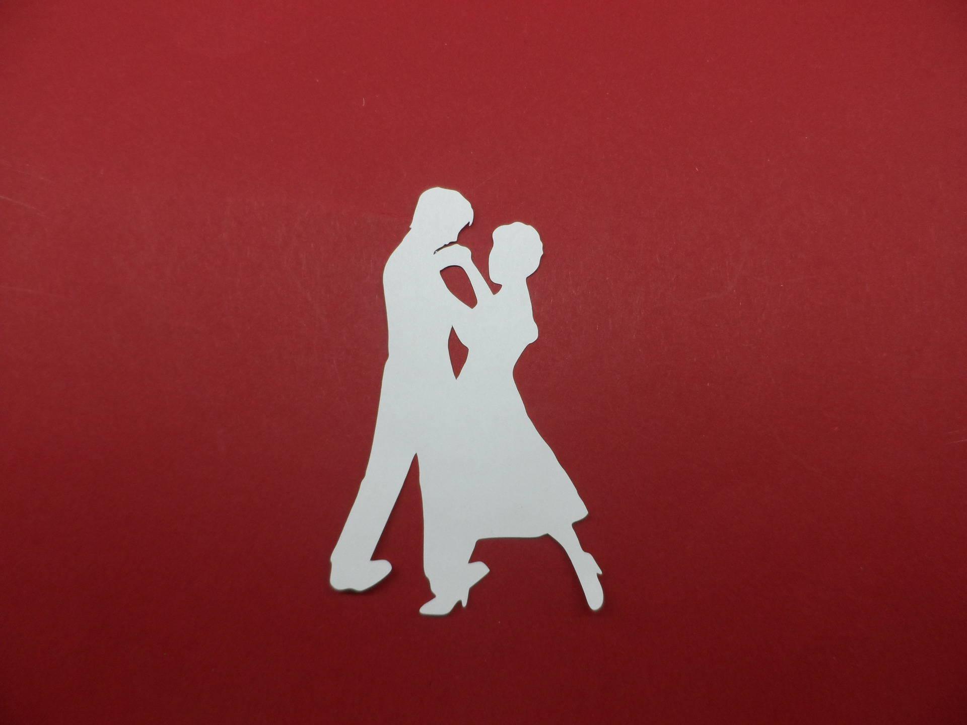 n°243  d'un couple de danseur   en papier blanc découpage  fin