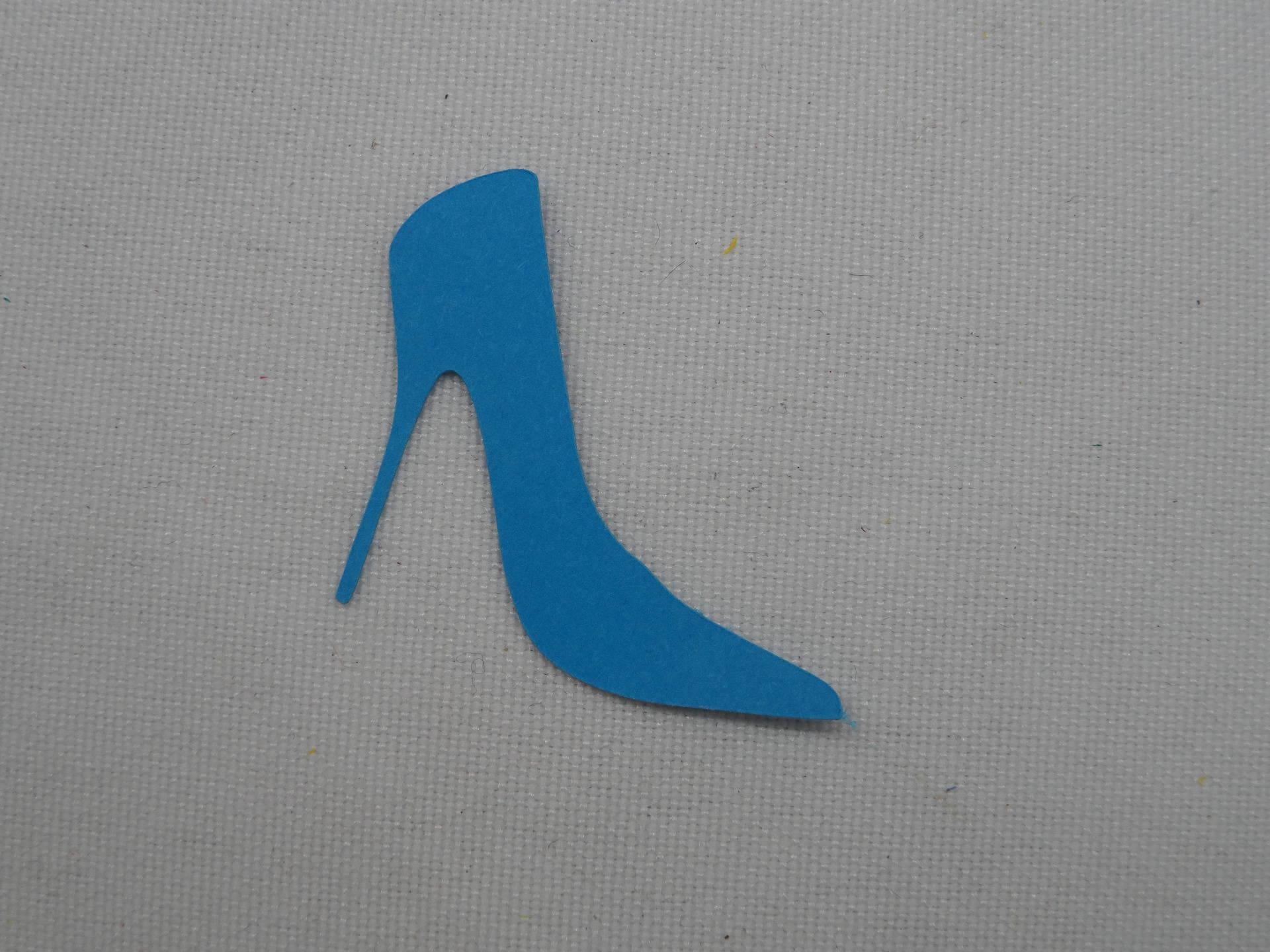 N°147 escarpin talon aiguille en papier bleu turquoise découpage fin