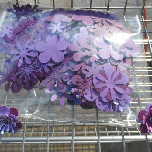 N°186 sachet de 10 grs de pétales de  fleurs en papier  ton violet