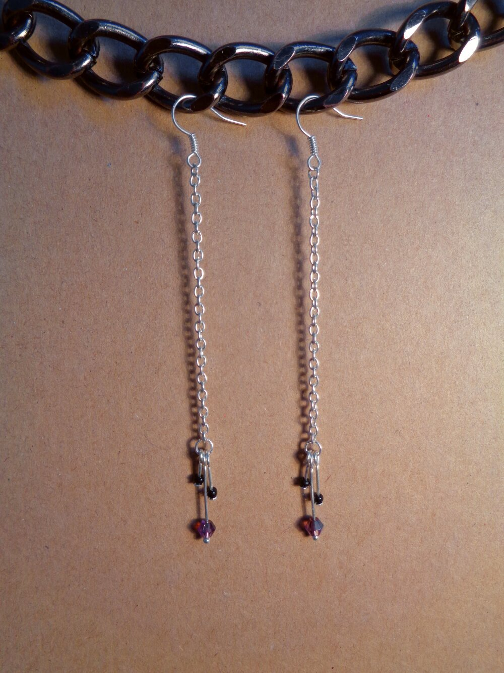 Boucles d'oreilles longues argentées violette