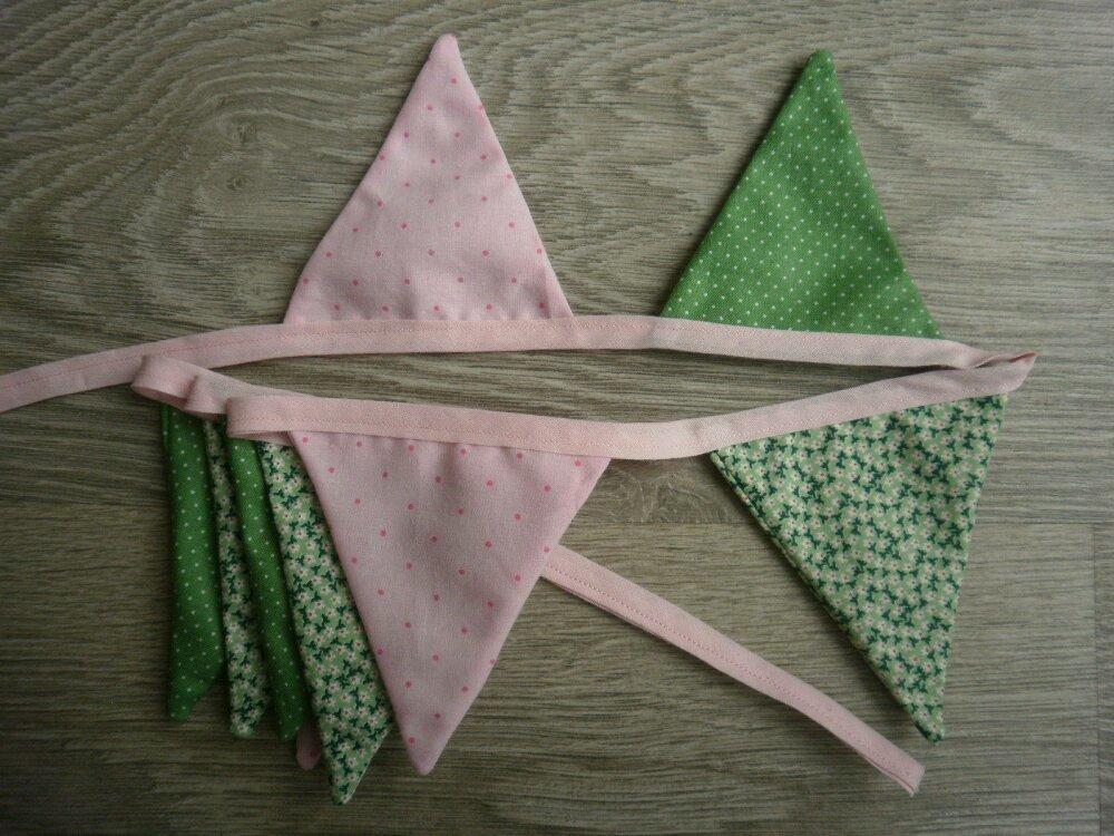 """Guirlande de 9  fanions """"Goutte de rosée"""" pour chambre de petite fille, tons rose et vert"""