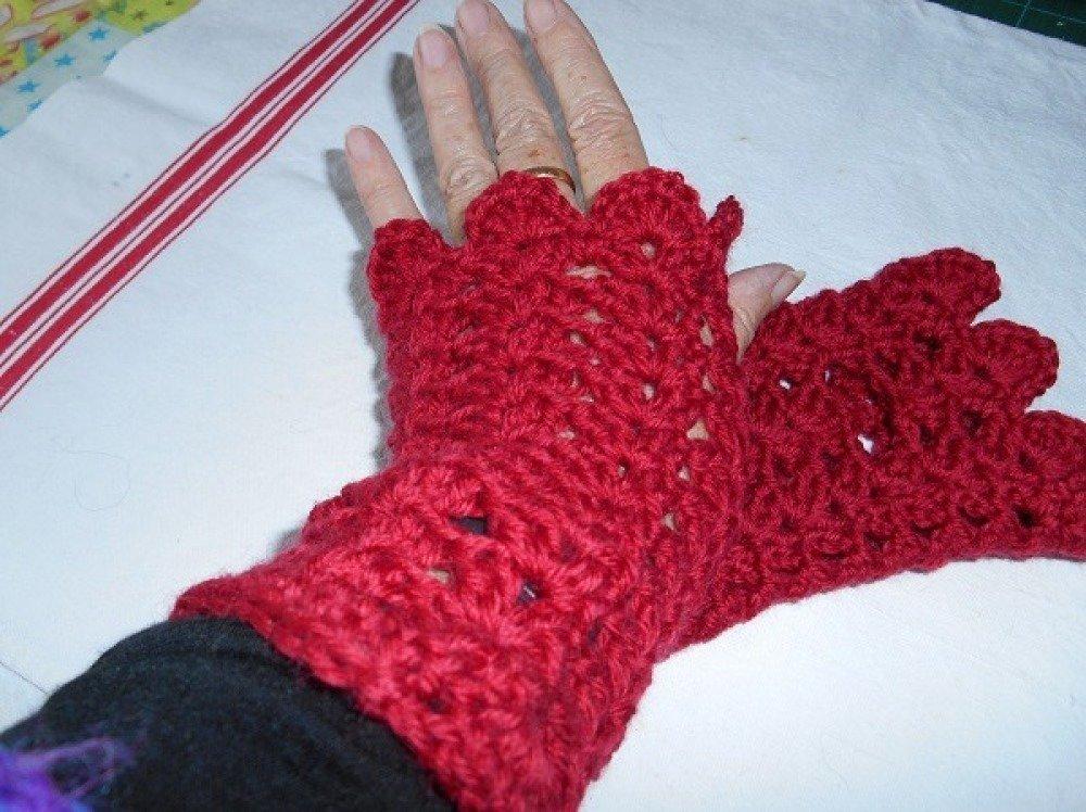 Chauffe-poignets au crochet rouges 100% laine