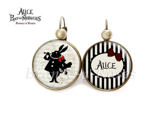 """Bague """" Alice in Wonderland """" cabochon beige bronze lapin à la trompette verre"""