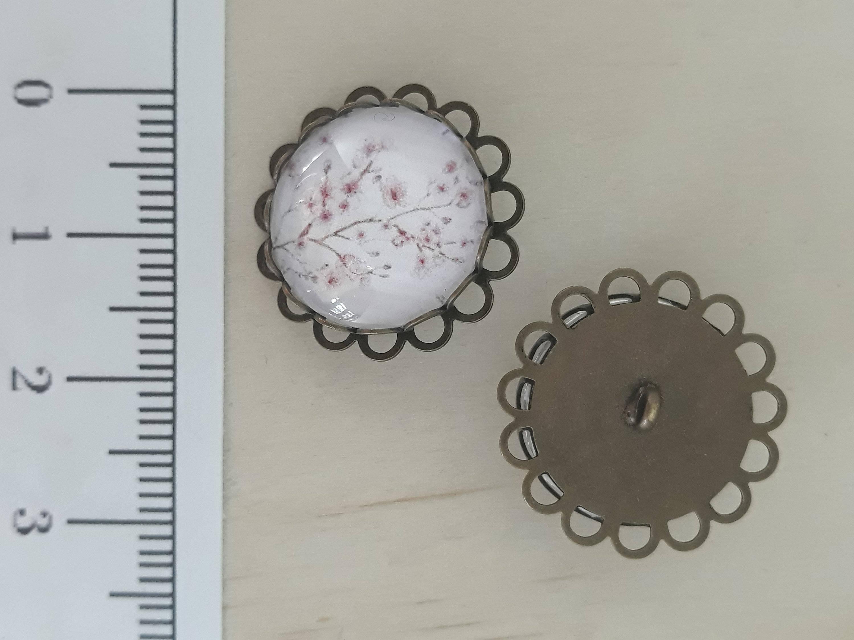 Bouton Fait Main en métal couleur bronze et cabochon en verre rond 18 mm.