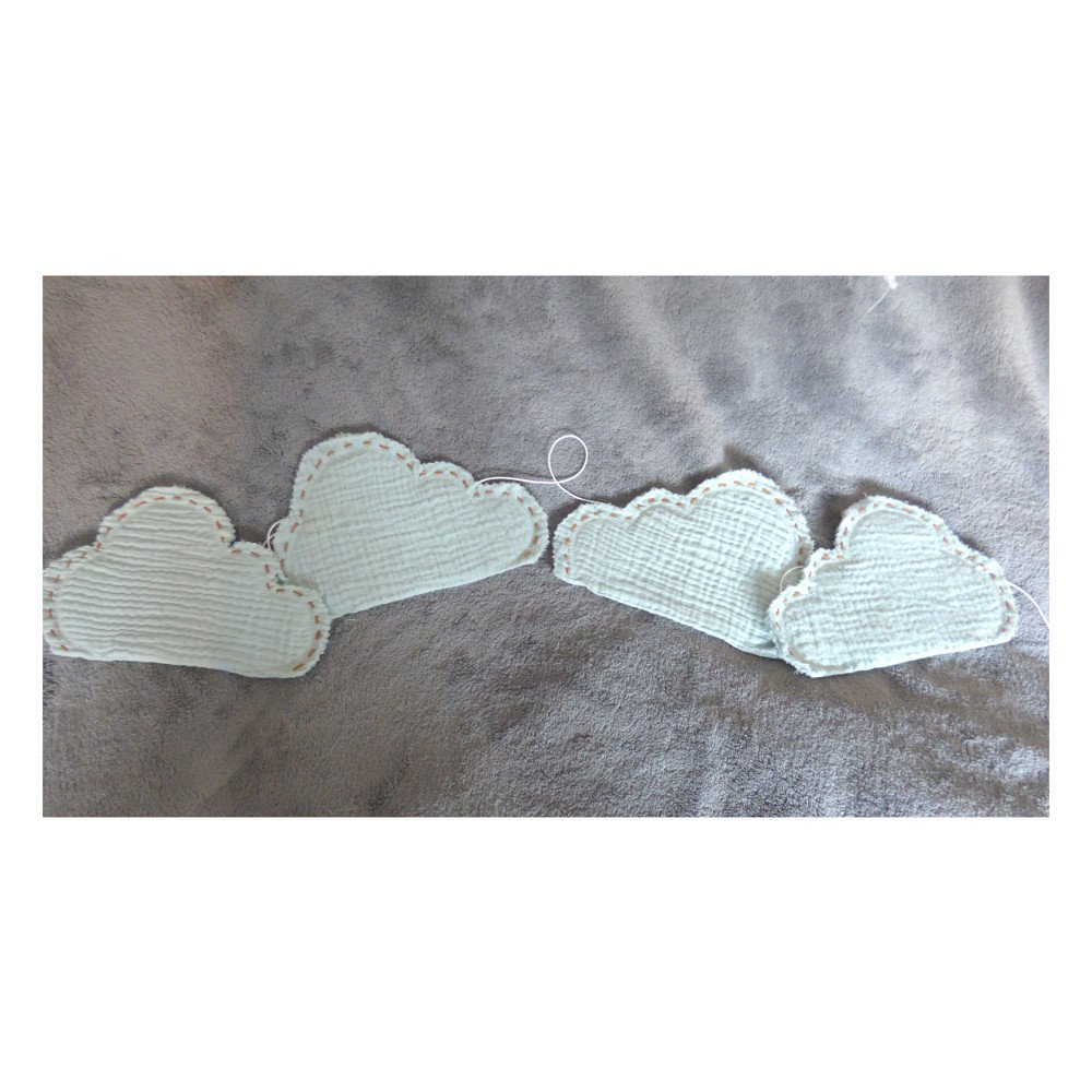 Guirlande nuages en double gaze de coton bleu